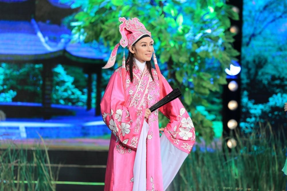 Phi-Nhung-bi-khop-khi-hat-cai-luong-voi-NSUT-Vu-Linh-2-1453733411