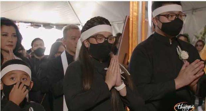Tang lễ Phi Nhung tại Mỹ: Con gái thất thần bên bàn thờ, loạt sao Việt xót xa tưởng nhớ