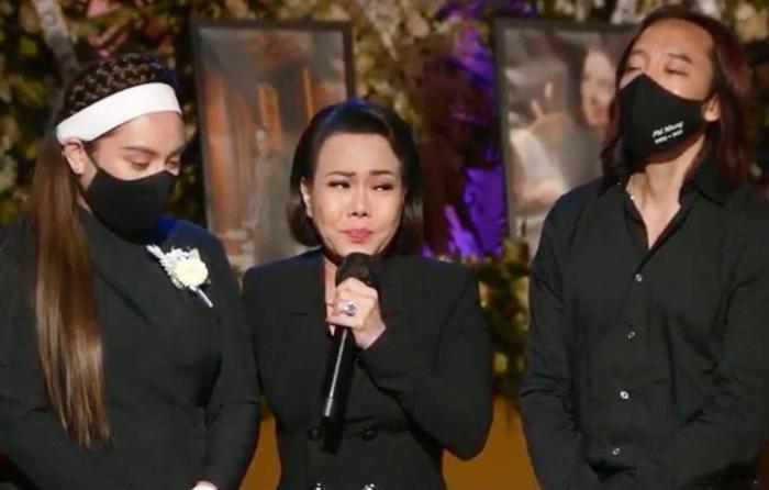 Việt Hương bật khóc nhắn nhủ con gái Phi Nhung: 'Cô xin lỗi, cô không thể làm tốt nhất có thể'